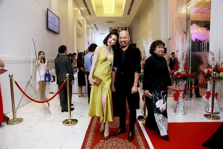 Trà Giang khoe vẻ đẹp tựa Phạm Băng Băng khiến nhiều quan khách phải ngắm nhìn