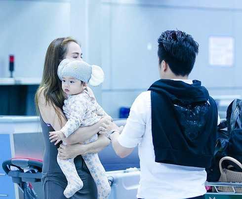 Gia đình nhỏ hạnh phúc của Hoa hậu Thế giới người Việt 2010.