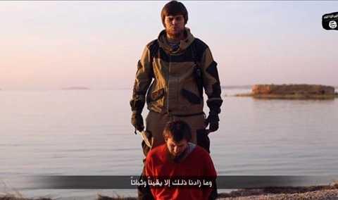 Hình ảnh cắt từ đoạn video IS hành quyết gián điệp Nga