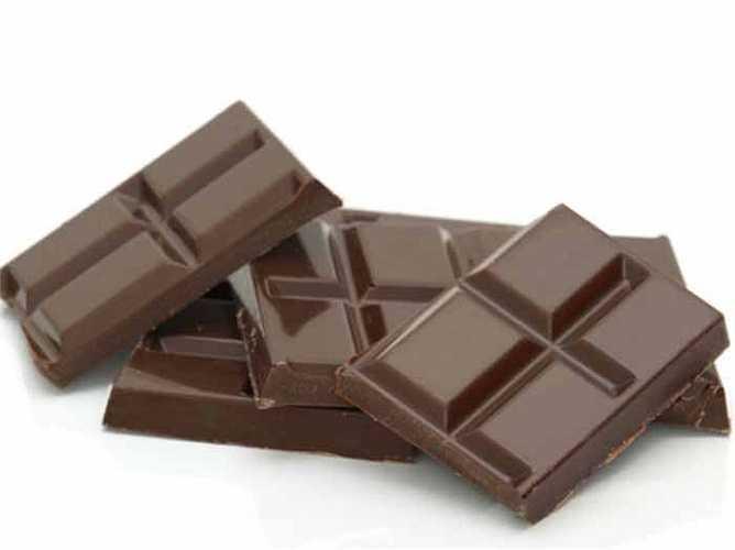 Sô cô la: các chuyên gia có những ý kiến trái ngược nhau. Một số người nói rằng sô cô la có thể tăng cường ham muốn trong khi một số người nói rằng ăn quá nhiều sô cô là có thể làm mất đi ham muốn tình dục trong bạn.