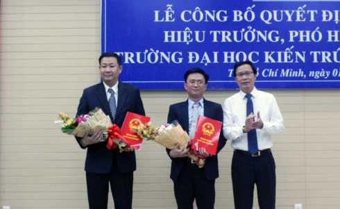 ThS Nguyễn Hoàng Minh Vũ và TS.KTS Chung Bác Ái nhận quyết định bổ nhiệm Phó Hiệu trưởng ĐH Kiến trúc TP.HCM