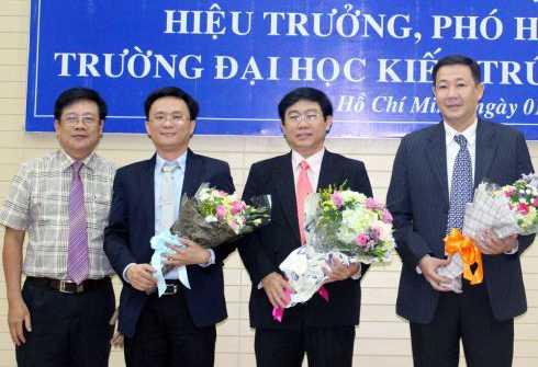 ThS.KTS Trương Ngọc Ẩn - Bí thư Đảng ủy - Phó hiệu trưởng ĐH Kiến trúc TP.HCM chúc mừng các thầy mới được bổ nhiệm