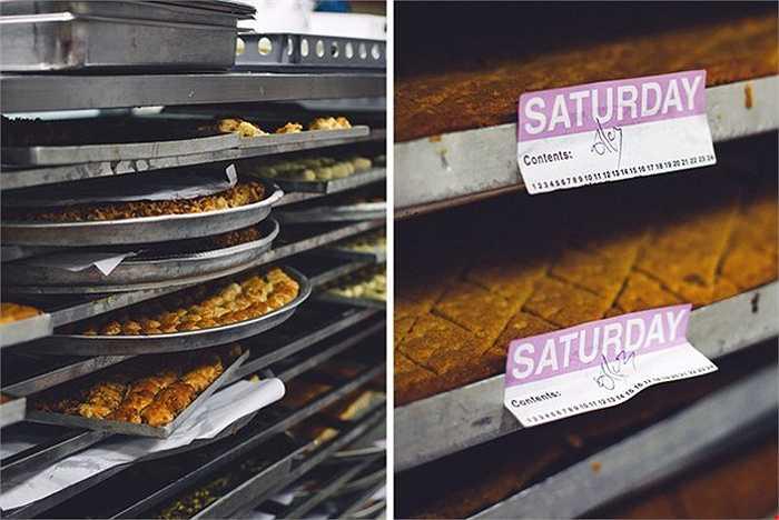 Xưởng bánh được mệnh danh là một 'thiên đường ngọt ngào' với các loại bánh ngọt Ả Rập và bánh nướng. Tất cả các loại bánh này được nướng trong những phòng chuyên biệt nhằm đảm bảo sản phẩm luôn đạt chất lượng tốt nhất.