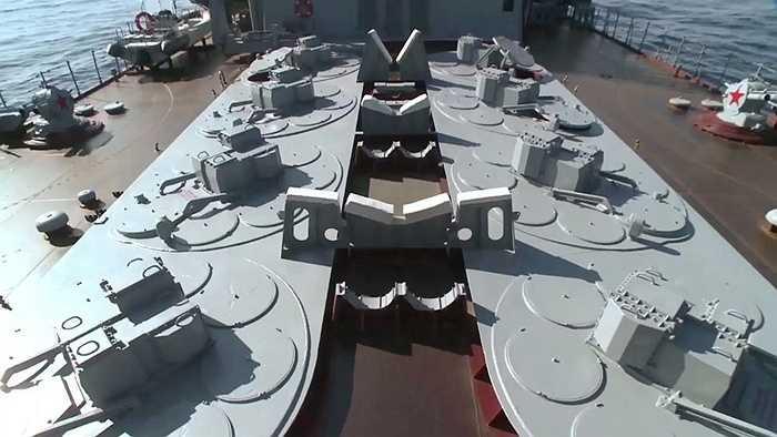 Tổ hợp tên lửa phòng không S-300F Fort trên tuần dương hạm Cận vệ Moskva