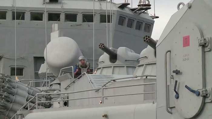Dàn pháo tự động AK-630 trên tuần dương hạm