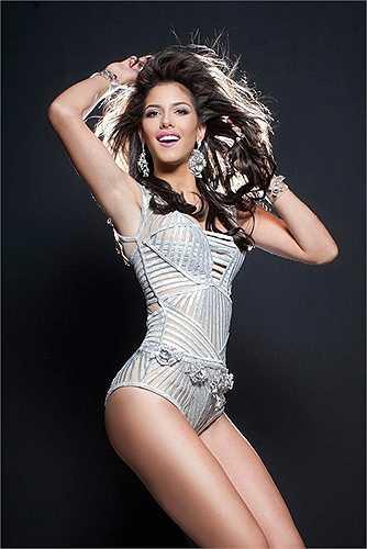 Hoa hậu Venezuela: Đến từ cường quốc sắc đẹp số một thế giới, hoa hậu Hoàn vũ Venezuela Mariana Jimenez lập tức trở thành gương mặt được truyền thông 'săn đón'. Cô sinh năm 1993, cao 1m78 tới số đo 3 vòng hoàn hảo: 90 – 60 – 90 (cm). Trước khi đến với Hoa hậu Hoàn vũ, Mariana Jimenez từng lọt top 10 Hoa hậu Quốc tế 2013.