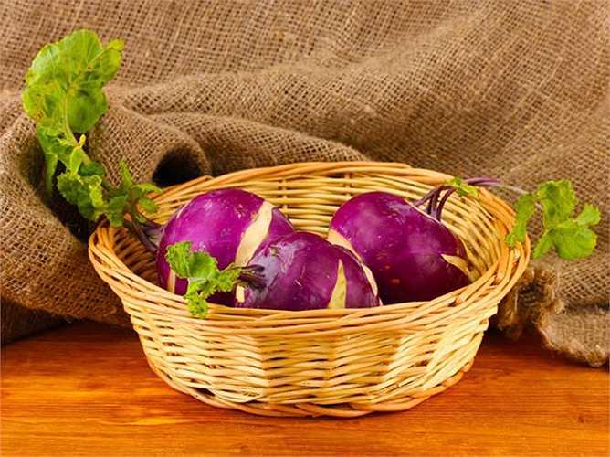 Củ cải: Là loại củ lành mạnh. Củ cải giúp thúc đẩy sức khỏe của xương. Nó cũng có lợi cho phổi, tim và tốt cho hệ tiêu hóa.