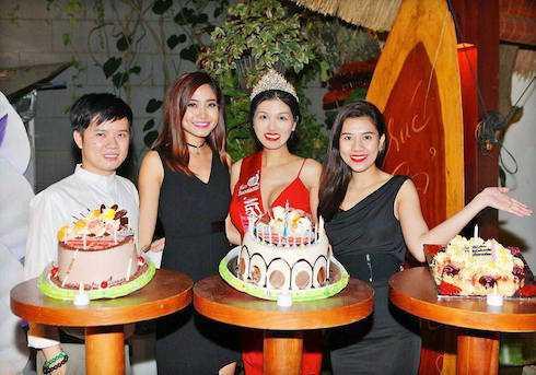 MC Dương Yến Nhung, Ninh Hoàng Ngân đến chúc mừng Oanh Yến.