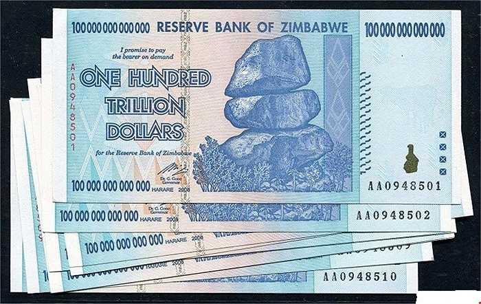 Tờ tiền Zimbabwe 100 nghìn tỷ có giá bán từ 700.000 đồng/tờ. Theo những người bán hàng, phần lớn là chưa qua sử dụng nên những tờ tiền Zimbabwe này còn mới và liền seri nên càng được người chơi trọng dùng hơn.