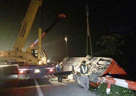 Hiện trường vụ tai nạn giao thông kinh hoàng trên cao tốc Pháp Vân - Cầu Giẽ