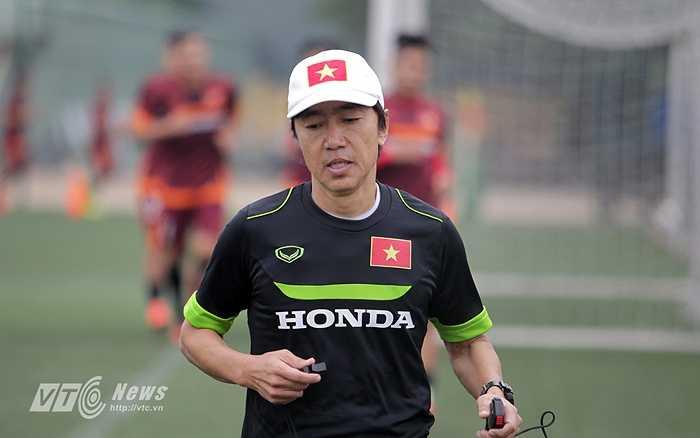 HLV Miura tiếp tục cho các học trò thấy khả năng chạy của mình.