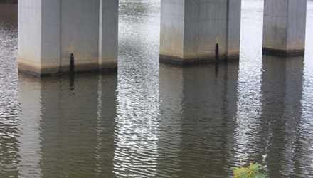 Khu vực sông Hương đoạn chảy qua cầu Dã Viên nơi phát hiện sự việc.