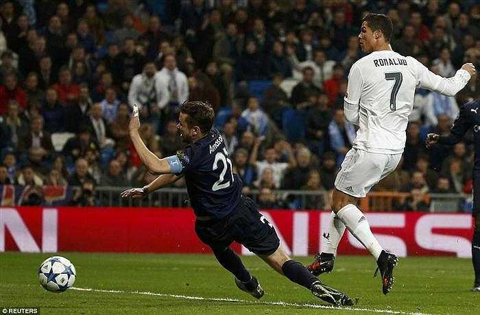 Trong trận này, Ronaldo có 4 bàn thắng lần lượt ở các phút 39, 47, 50 và 58