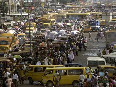 Đường phố ở Lagos, Nigeria được cho là luôn đông đúc, chật chội vào bất cứ thời điểm nào trong ngày