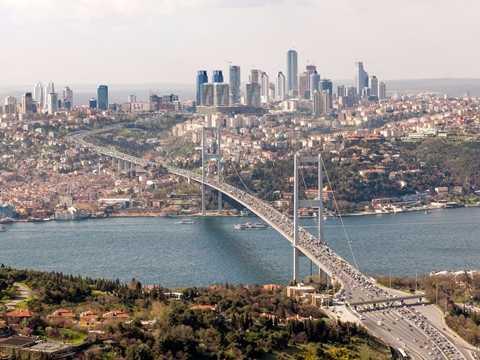 Cây cầu nổi tiếng Bosphorus ở Istanbul, Thổ Nhĩ Kỳ trong một ngày đẹp trời