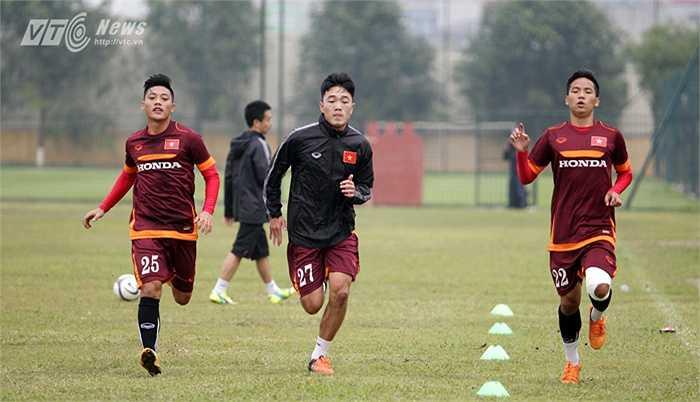 Xuân Trường được triệu tập lên U23 Việt Nam để tạm thế chỗ Tuấn Anh. Tiếc rằng, khi Tuấn Anh trở lại từ Nhật, Xuân Trường vẫn phải cần mẫn tập bổ trợ bên ngoài
