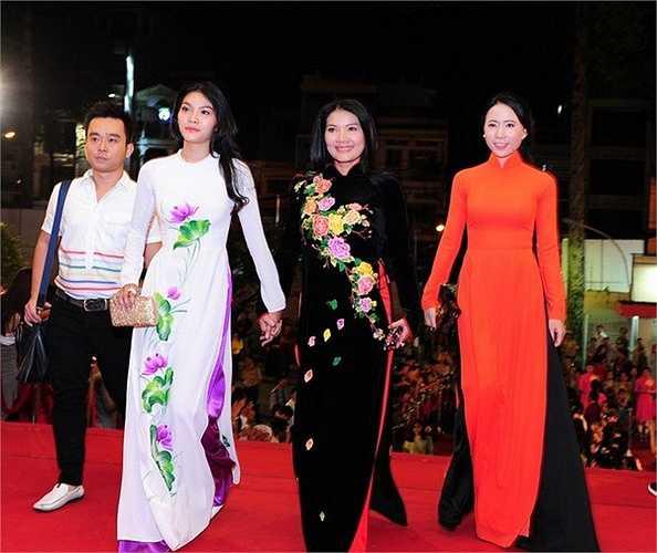 Nữ diễn viên Kiều Trinh cùng con gái