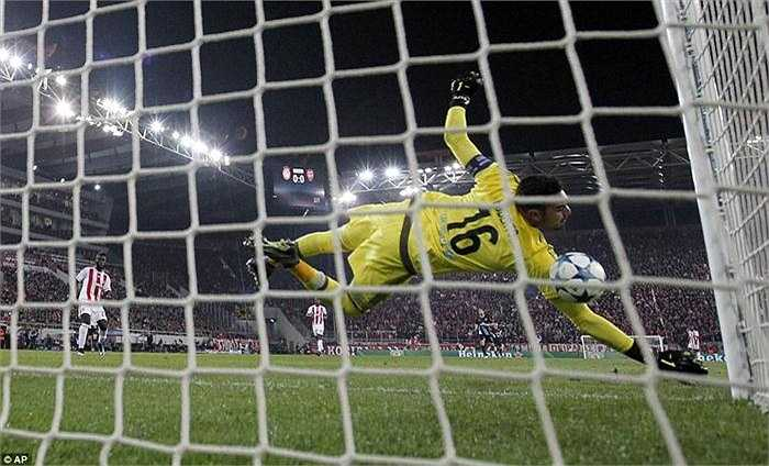 Giroud đã có tổng cộng 10 bàn thắng và đã leo lên nhóm đầu danh sách này. Những mục tiêu tiếp theo đang chờ Giroud sẽ là Robert Pires và Theo Walcott (cùng 11 bàn), Freddie Ljungberg và Cesc Fabregas (cùng 13 bàn), Robin van Persie (18 bàn) và Thierry Henry (35 bàn).