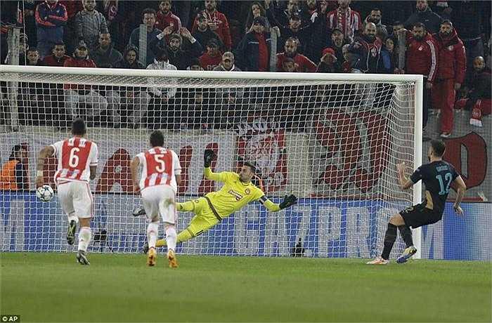 Quay trở lại với trận đấu Olympiacos 0-3 Arsenal, các Pháo thủ xứng đáng giành chiến thắng khi triển khai được lối chơi chặt chẽ, hợp lý hơn