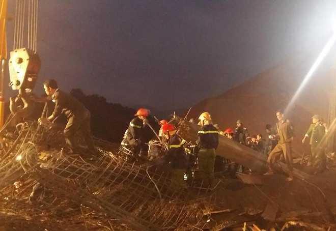 Công trình xây dựng cây xăng ở xã Sơn Kim I, huyện Hương Sơn (Hà Tĩnh) đang xây phần thô, có mái vòm dài 18 m, rộng 13 m, cao 5,2 m.