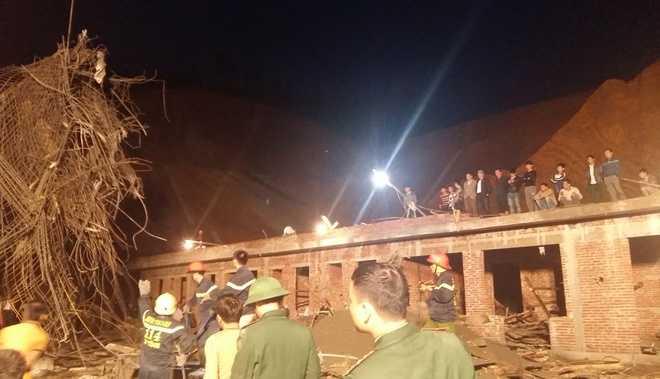Đại tá Bùi Đình Quang - Phó giám đốc Công an tỉnh - cho hay bước đầu xác định đây là vụ tai nạn lao động. Cơ quan điều tra sẽ chủ động vào cuộc nếu thấy có dấu hiệu hình sự.