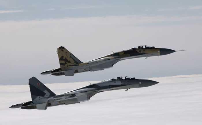 Một biên đội Su-35 trên không