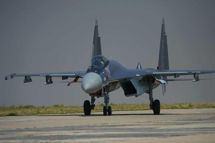 Phát triển từ Su-27, Su-35 có sự linh hoạt vượt trội