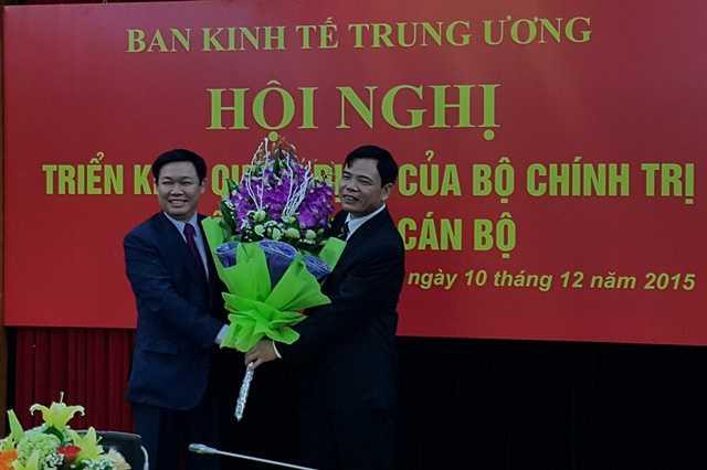 Trưởng Ban Kinh tế T.Ư Vương Đình Huệ chúc mừng tân Thứ trưởng thường trực Nguyễn Xuân Cường