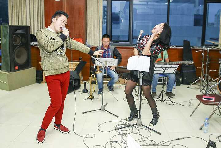 Việc cháy vé mỗi khi tổ chức liveshow những năm gần đây cho thấy sức hút của giọng ca Tùng Dương là có thật.