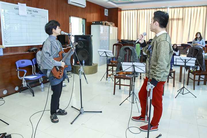 Nữ ca sĩ Thanh Lam và Lê Cát Trọng Lý cũng đã thu xếp lịch biểu diễn để cùng tập luyện với Tùng Dương cho hai đêm nhạc sắp tới.