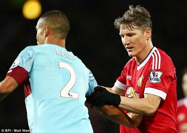 FA quyết định treo giò Schweinsteiger 3 trận