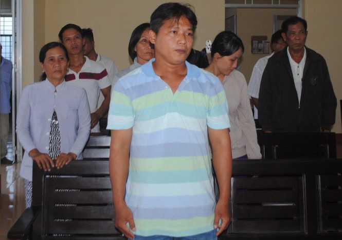 Trần Hồng Nguyên tại phiên tòa sơ thẩm đòi bồi thường oan sai khi nghe tuyên án (Ảnh: Tấn Thái)