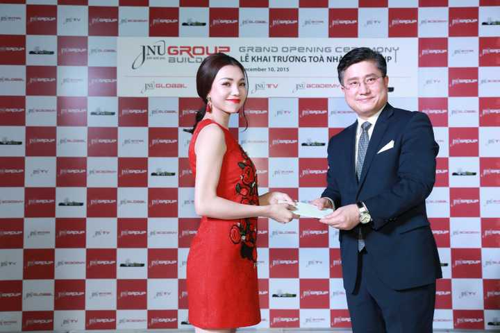 Cô vừa hợp tác với một công ty giải trí lớn của Hàn Quốc tại Việt Nam
