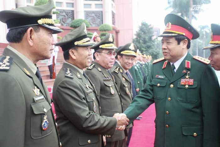 Đại tướng Phùng Quang Thanh gặp gỡ các đại biểu đoàn Campuchia - Ảnh: Hồng Pha