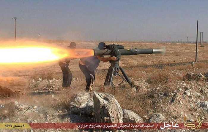 Chiến binh IS phóng tên lửa chống tăng tại thành phố Al-Hasaka, Syria