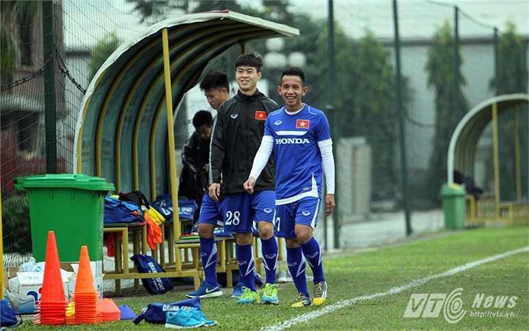 Hồng Duy, Duy Mạnh và Văn Thành là những cầu thủ phải ở ngoài sân vì chấn thương.
