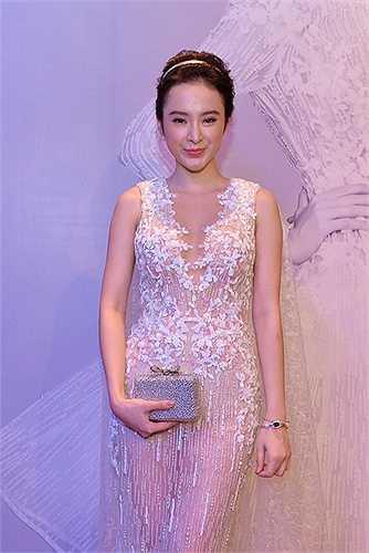 Hở mà không hở, chiếc váy xuyên thấu giúp Angela Phương Trinh trở nên đầy hấp dẫn trong mắt người đối diện