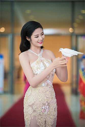 Chiếc váy xuyên thấu này mang đến vẻ quyến rũ cho hoa hậu Ngọc Hân