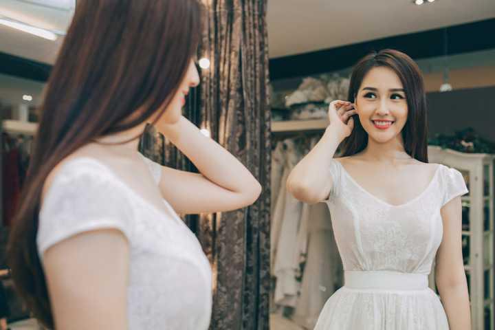 """Sự kiện triển lãm mang tên """"Write your own Fairytale"""" được tổ chức trong hai ngày 10 và 11/12 tại trung tâm White Palace và tôn vinh những mẫu thiết kế váy cưới tuyệt đẹp nằm trong bộ sưu tập """"Fairytale"""" của nhà thiết kế Phạm Đặng Anh Thư."""