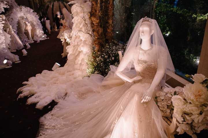 """Được thiết kế theo phong cách tinh tế và sang trọng của Pháp, """"Fairytale"""" sẽ giúp ngày cưới của các cô dâu, chú rễ trở thành một câu chuyện thần tiên đầy ý nghĩa, đánh dấu son bắt đầu cuộc sống hôn nhân hạnh phúc."""