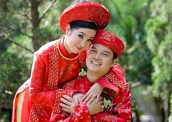 Cũng trong năm vừa rồi, Thúy Nga đã bị chồng cũ Nguyễn Văn Nam kiện ra tòa với cáo buộc vu khống. Theo ông Nam, nữ danh hài đã tuyên bố với mọi người, bé gái Nguyệt Cát không phải là con ruột của ông.