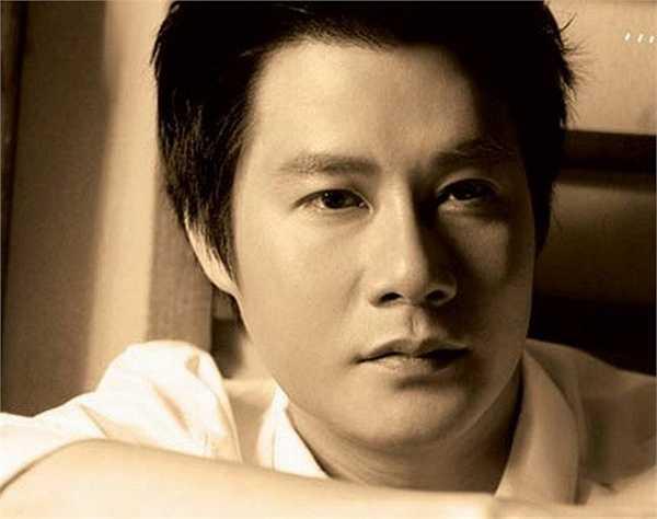 Theo nam ca sĩ, tác giả bài báo không hề phỏng vấn mà dựng lên một câu chuyện, phủ nhận toàn bộ nỗ lực của Quang Dũng trên con đường ca hát.