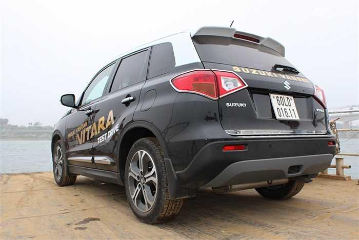 Được cho là dòng xe bảo thủ (chỉ ra 4 thế hệ trong 27 năm), tuy nhiên trên mẫu xe Vitara 2015 cho thấy tư duy bảo thủ đã thay đổi lớn. Vẻ ngoài bớt hình hộp và có tới 14 tùy chọn màu sắc cho khách hàng.