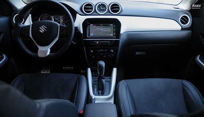 Trang bị an toàn trên xe bao gồm chống bó cứng phanh ABS, phân bổ lực phanh điện tử EBD, hệ thống cân bằng điện tử ESP, hỗ trợ khởi hành ngang dốc, 4 phanh đĩa và 6 túi khí: 2 trước, 2 hông ghế trước và 2 túi khí rèm cửa.