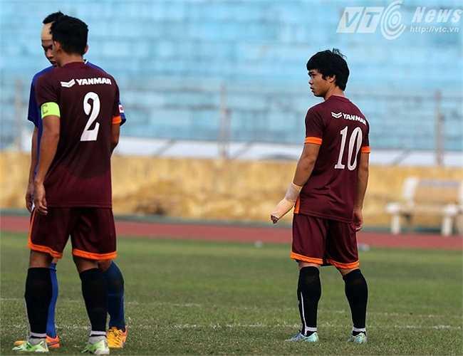 Công Phượng vẫn có tên trong đội hình xuất phát chiều qua của HLV Miura dù bàn tay trái bị quấn trắng