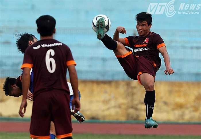 Trung vệ Đông Triều nỗ lực kiếm suất sang Qatar cùng đồng đội