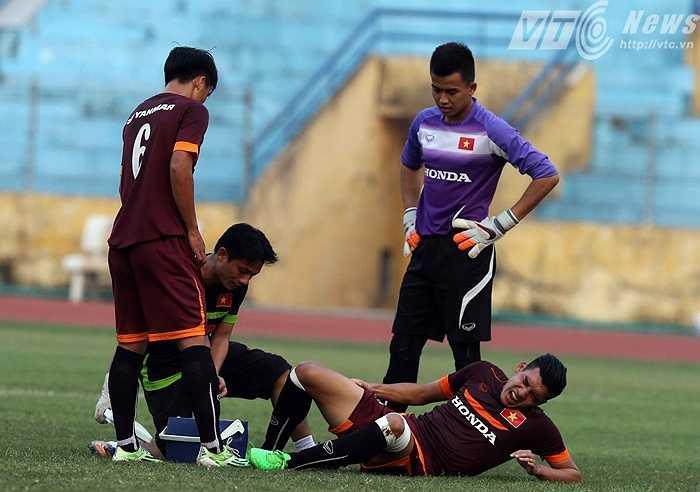Theo HLV Miura, mặt sân xấu cũng một phần khiến các cầu thủ dễ tổn thương hơn