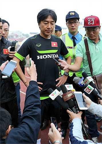 HLV Miura cũng tỏ ý phàn nàn vì mặt sân khá xấu khiến cầu thủ bị ảnh hưởng