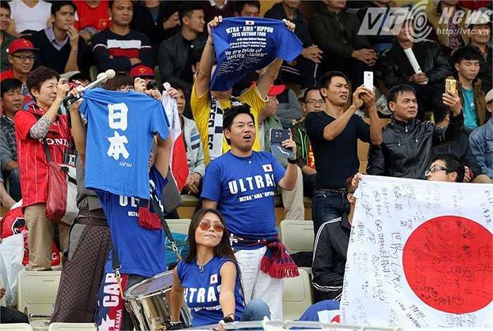 Trên sân Hàng Đẫy chiều qua còn ghi nhận sự nhiệt tình của CĐV Nhật Bản