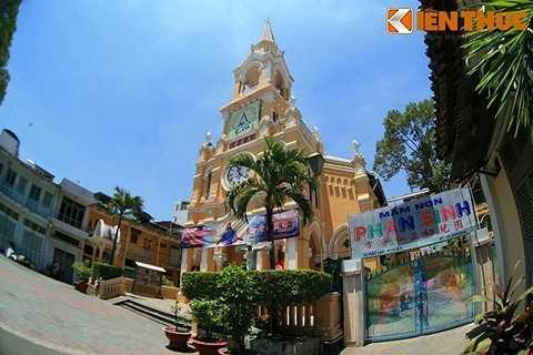 Lúc còn tại vị, Cha Tam cũng đã cho xây dựng thêm ở khu vực nhà thờ một trường học, nhà nuôi trẻ, một nhà nội trú và một số nhà dành để cho thuê.
